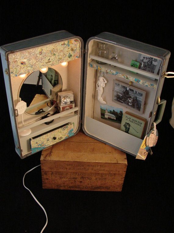 Vanity Suitcase With Lights Loving Everything That Is Made Out Of Suitcases Suitcase Vanity