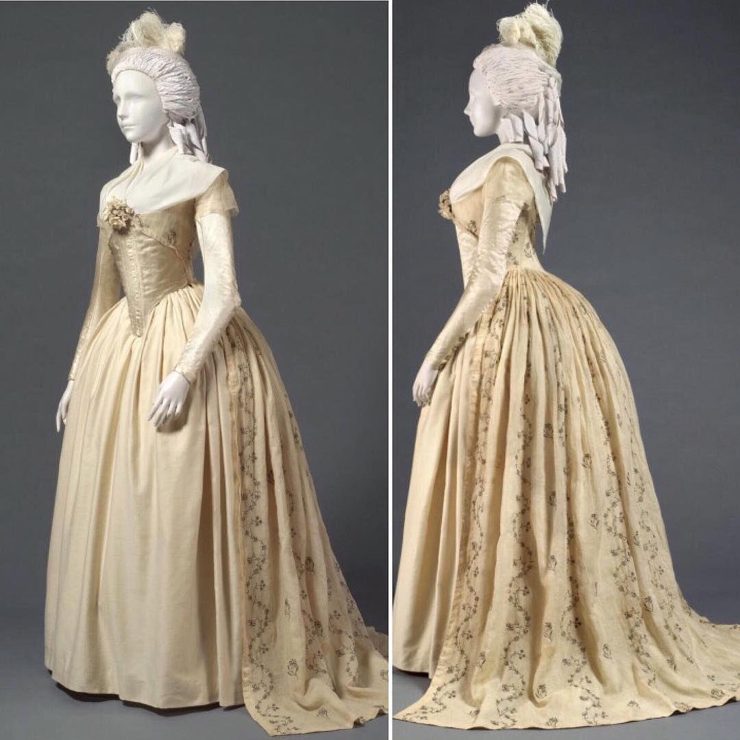 A robe à la anglaise, ca. 17831795 Philadelphia Museum of