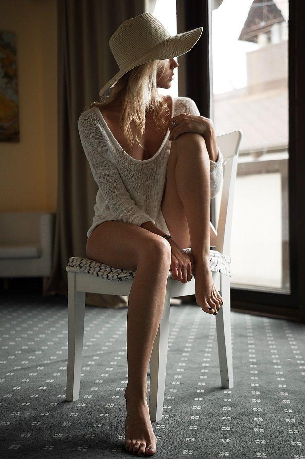 poses Sexy chair boudoir