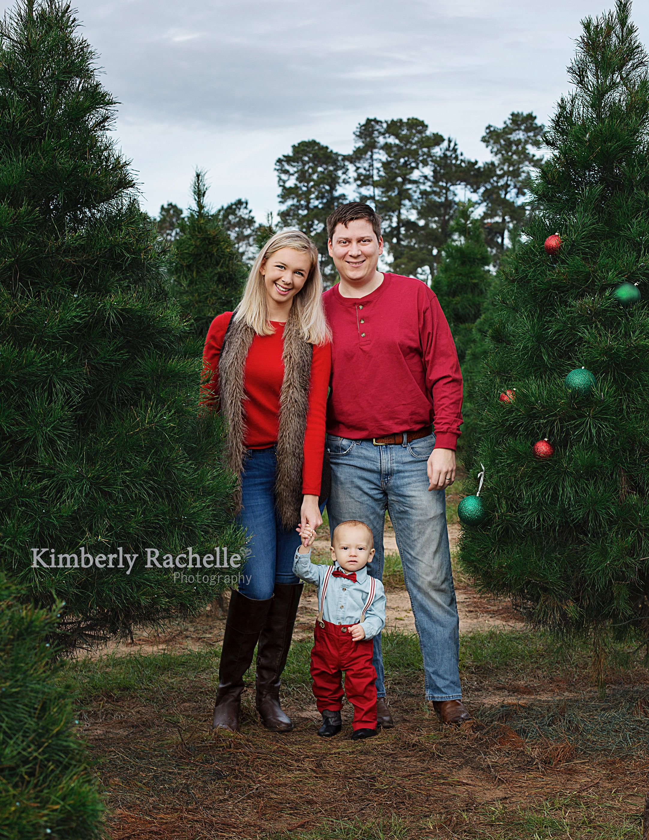 Christmas Tree Farm Photography.Family Christmas Tree Farm Photography Session With Baby