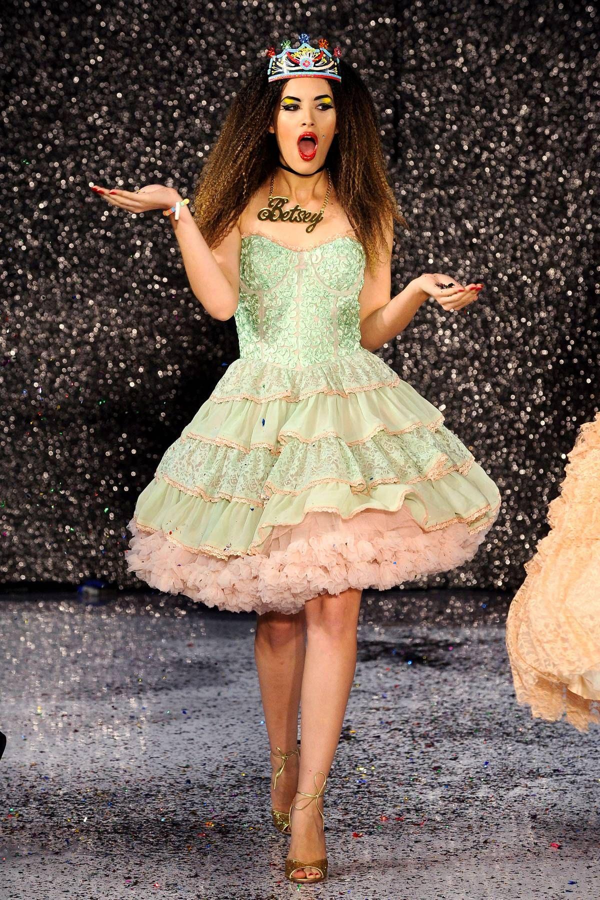 Ungewöhnlich Betsy Prom Kleider Galerie - Brautkleider Ideen ...