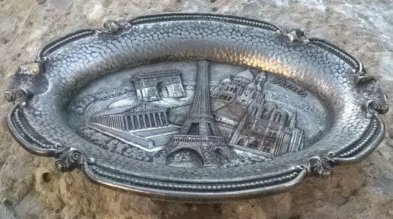 Mid Century #Paris #Ashtray - Mid Century Made in France in Paris . Showing Paris Monuments :Eiffel Tower, Sacré Coeur Church, Notre Dame de Paris, Arc de Triomphe, Madeleine... #antiquedecor #victorian #antiques #homedecor #porcelain #ashtray #paris