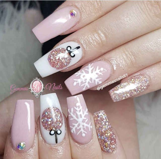 70+ Christmas and Holiday Nail Art Design Ideas