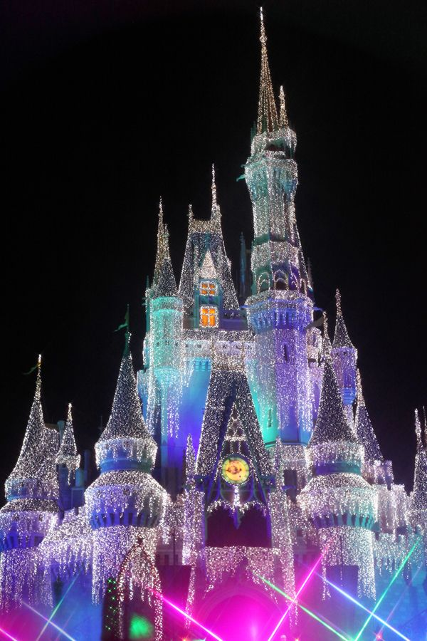 cinderella castle christmas magic kingdom at the walt disney world resort