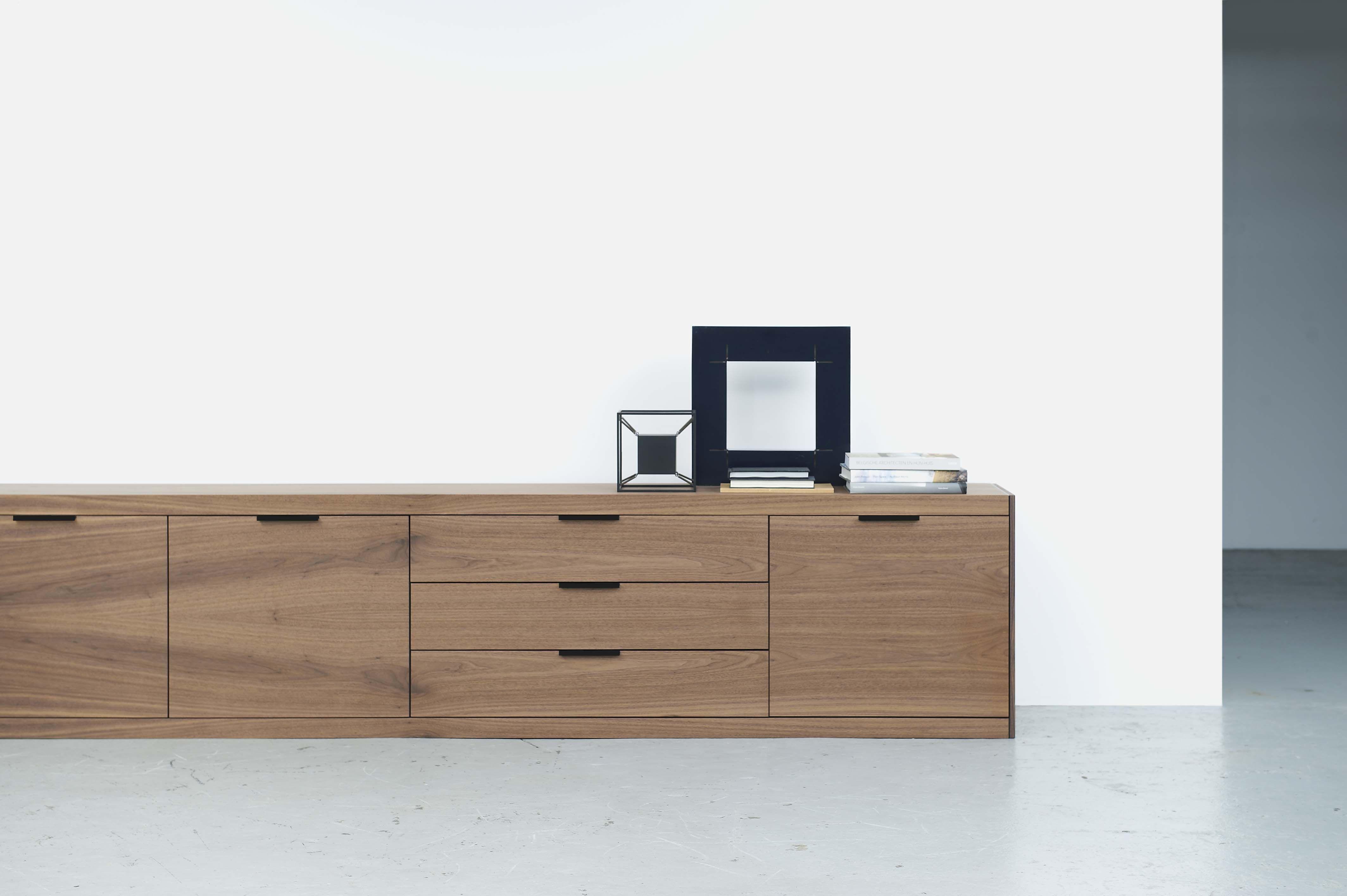 Pastoe - L-Spring walnut. Design: studio Pastoe - 2014