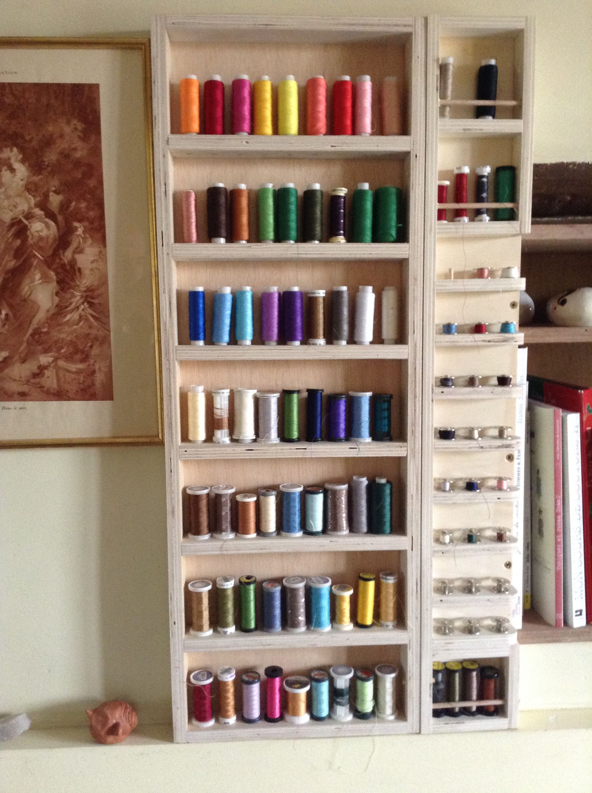 tag re murale pour rangement bobines fil pour l 39 atelier de couture r alisation ikadia ikadia. Black Bedroom Furniture Sets. Home Design Ideas
