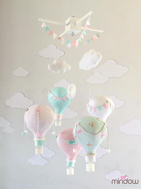 heissluft ballon baby mobile in zarten rosa wei grau pastellfarben einzigartige mobile. Black Bedroom Furniture Sets. Home Design Ideas
