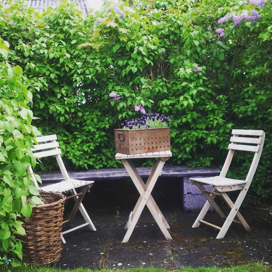 Via Instagram @lenasskoghem | Come sit with me in the garden ...