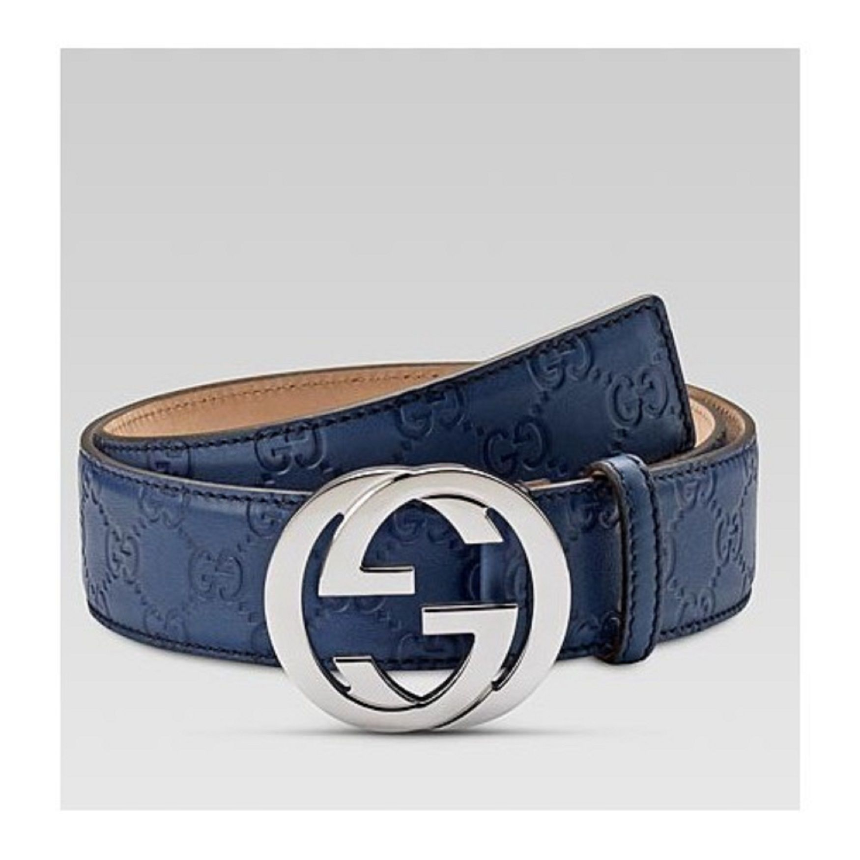 f8619fcec Black belt is a flexible metal buckle and strap are clicked. | Gucci ...