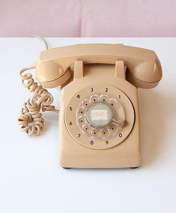 6f971474925899 Petite Telephones Booth #telephonesign #TelephonesBlackWhite Vintage-büro,  Vintage Zimmer, Vintage Schlafzimmer
