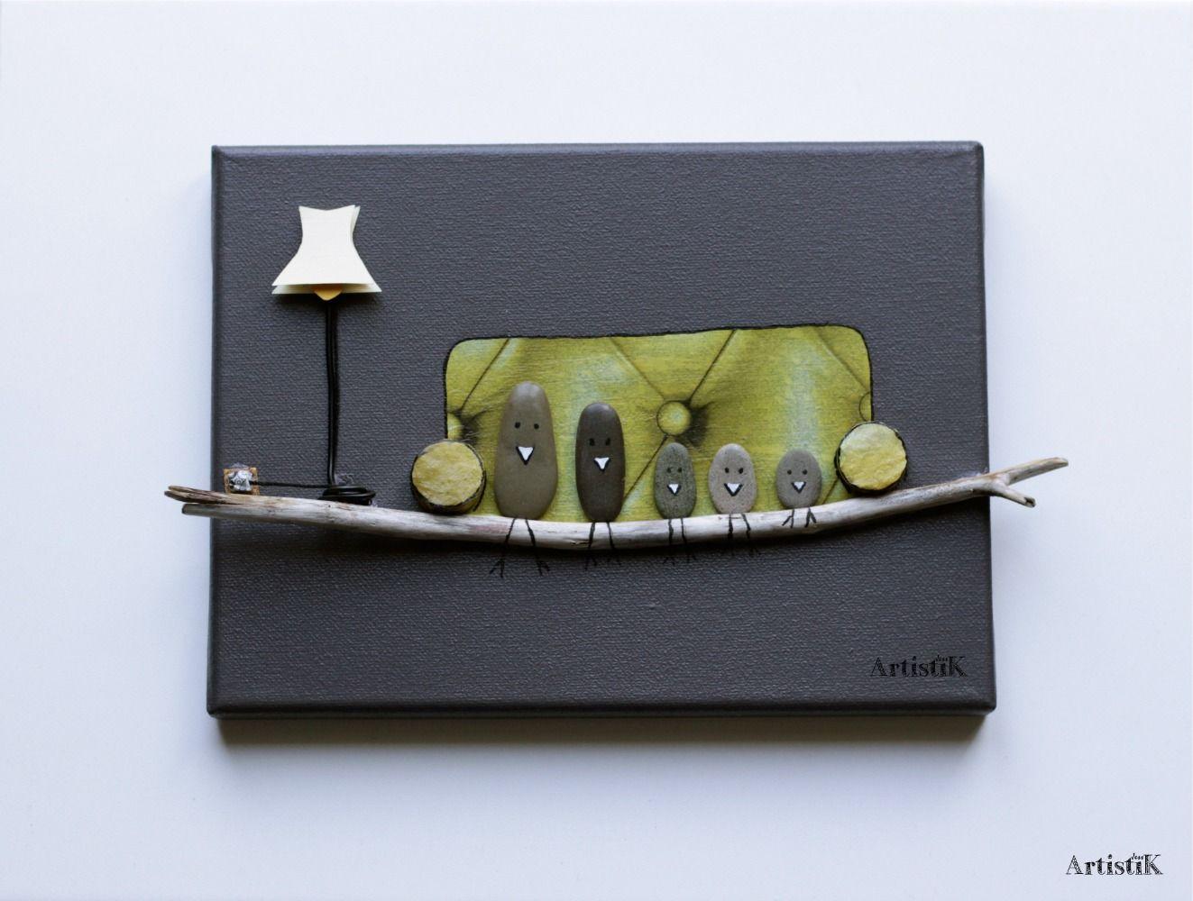 tableau galets bois flott oiseaux canap jaune fond anthracite famille dessin humoristique. Black Bedroom Furniture Sets. Home Design Ideas