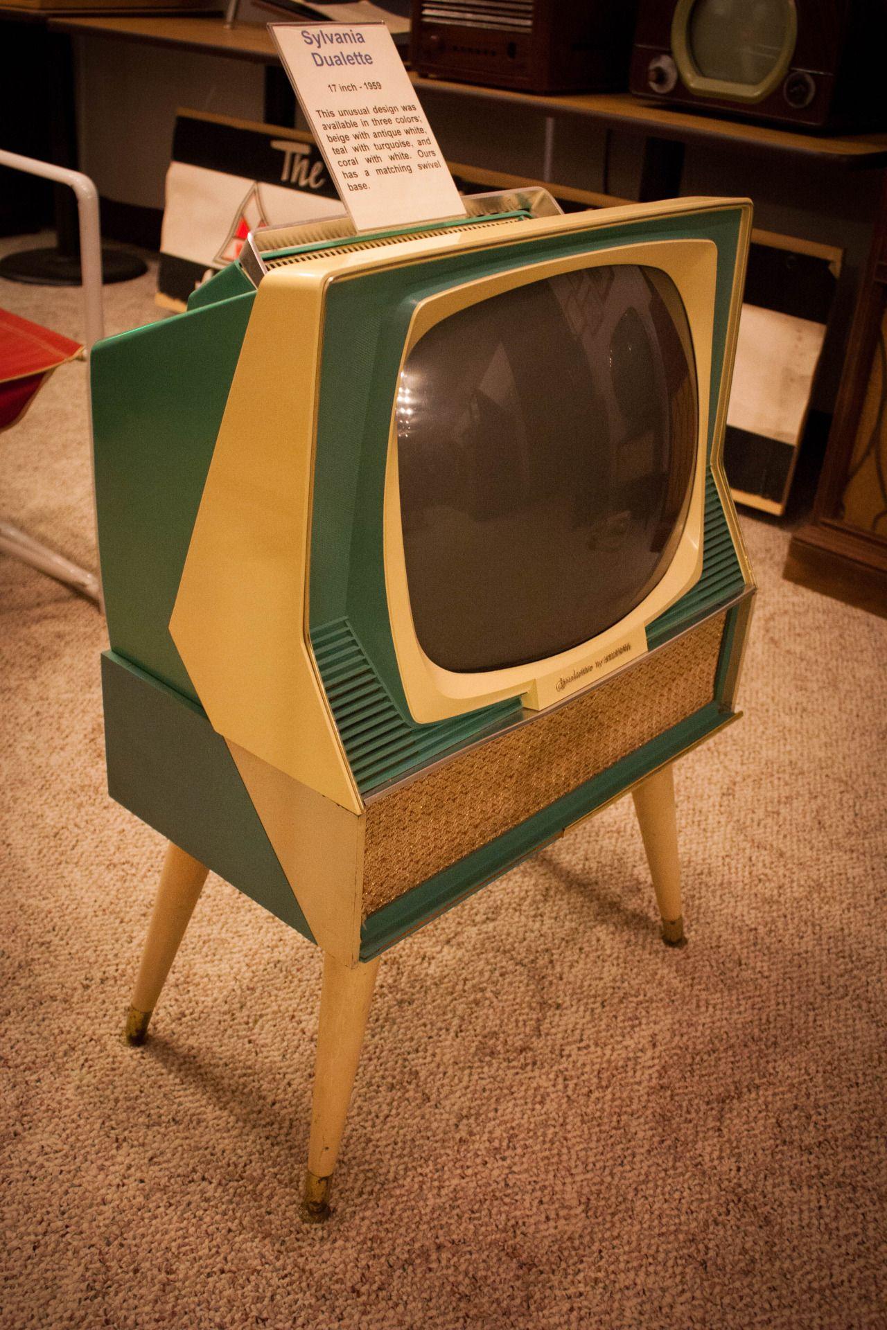 Muebles Dualette - 1959 17 Inch Sylvania Dualette Mid Century Modern Furnishings [mjhdah]https://i.pinimg.com/originals/42/f3/25/42f3257a7da0e848e1a257c639668ded.jpg