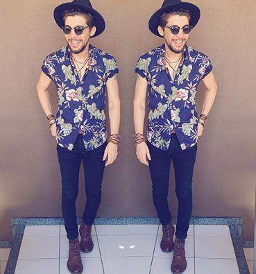 Look do Dia 06.11.15 Para essa sexta-feira, me inspirei nos anos 70 e apostei no mix de acessórios, tanto de pulseiras, como de colares; mais chapéus, camisa com estampa floral, black jeans e bota!