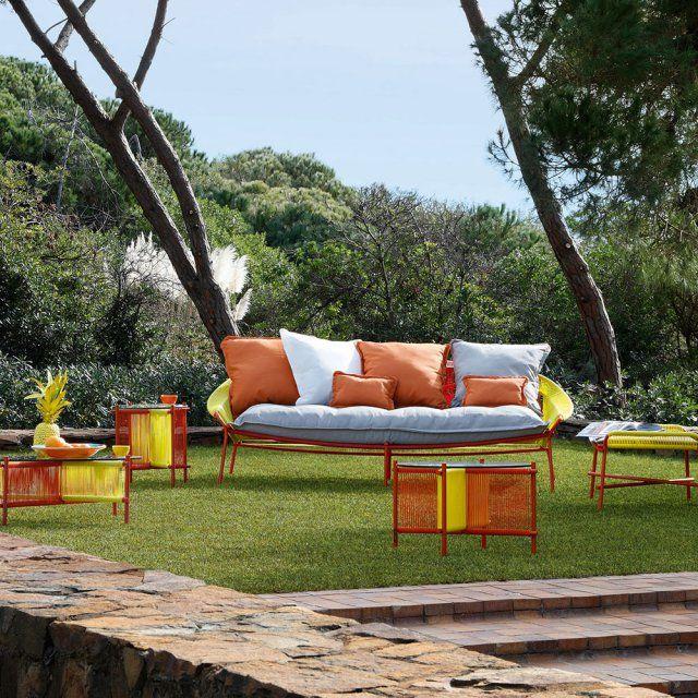 Un canapé d'extérieur haut en couleurs, Roche Bobois