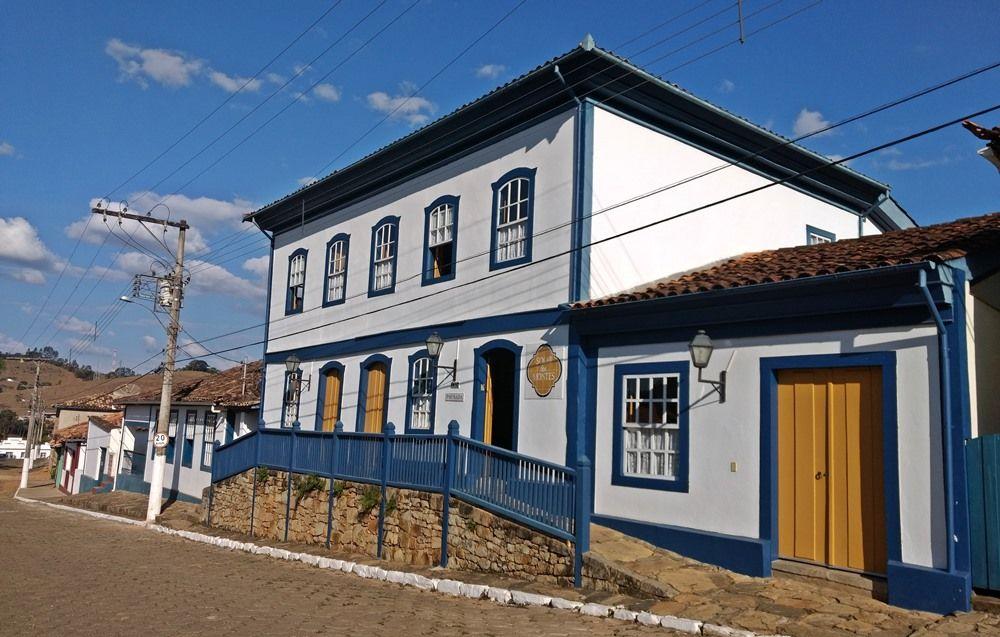 Casarão histórico onde está a recepção da Pousada Solar dos Montes, no município de Santana dos Montes, a 130 quilômetros de Belo Horizonte, em Minas Gerais.
