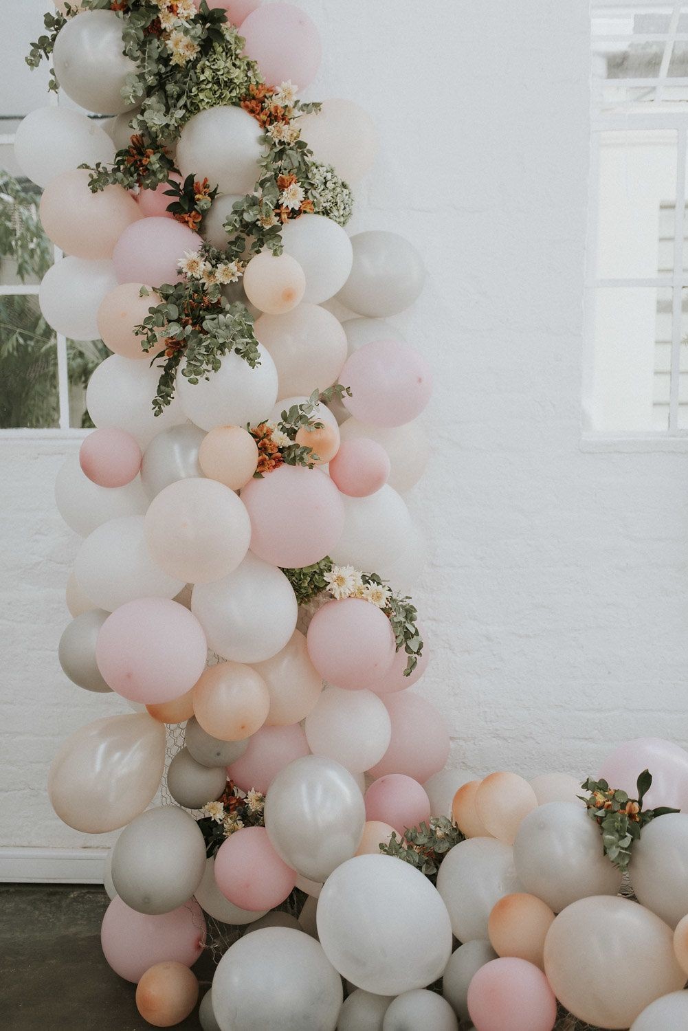 Balloon Arch with penny gum details peach, pink and