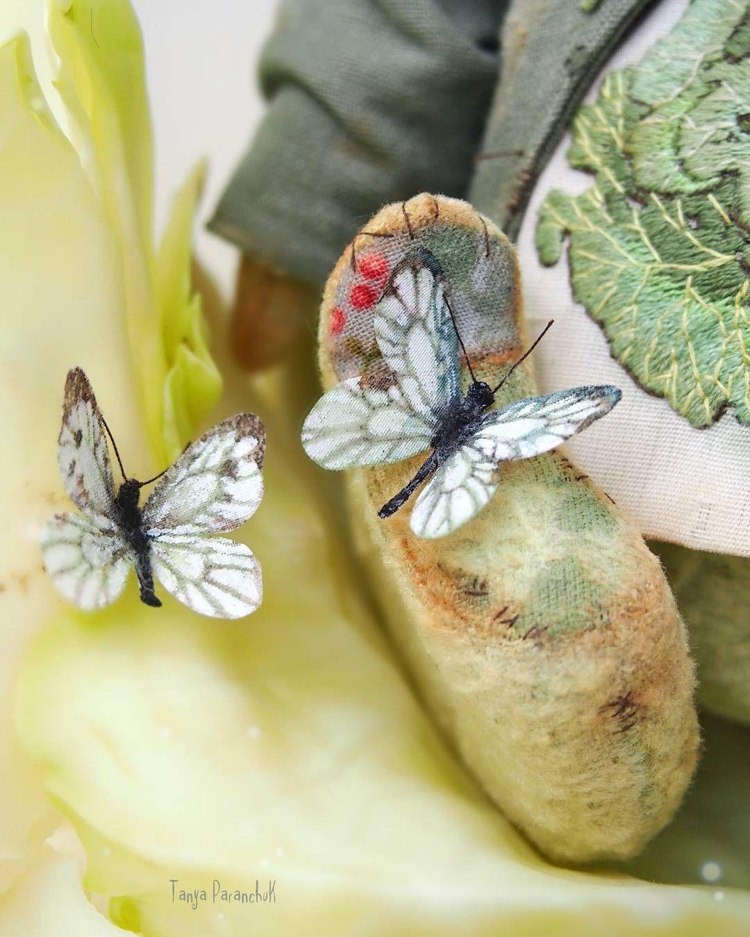 210 отметок «Нравится», 4 комментариев — Татьяна Паранчук (@smallplushjoy) в Instagram: «Бабочки - органза на флизелине,  роспись - акварель, акрил, контур по стеклу и керамике (полностью…»