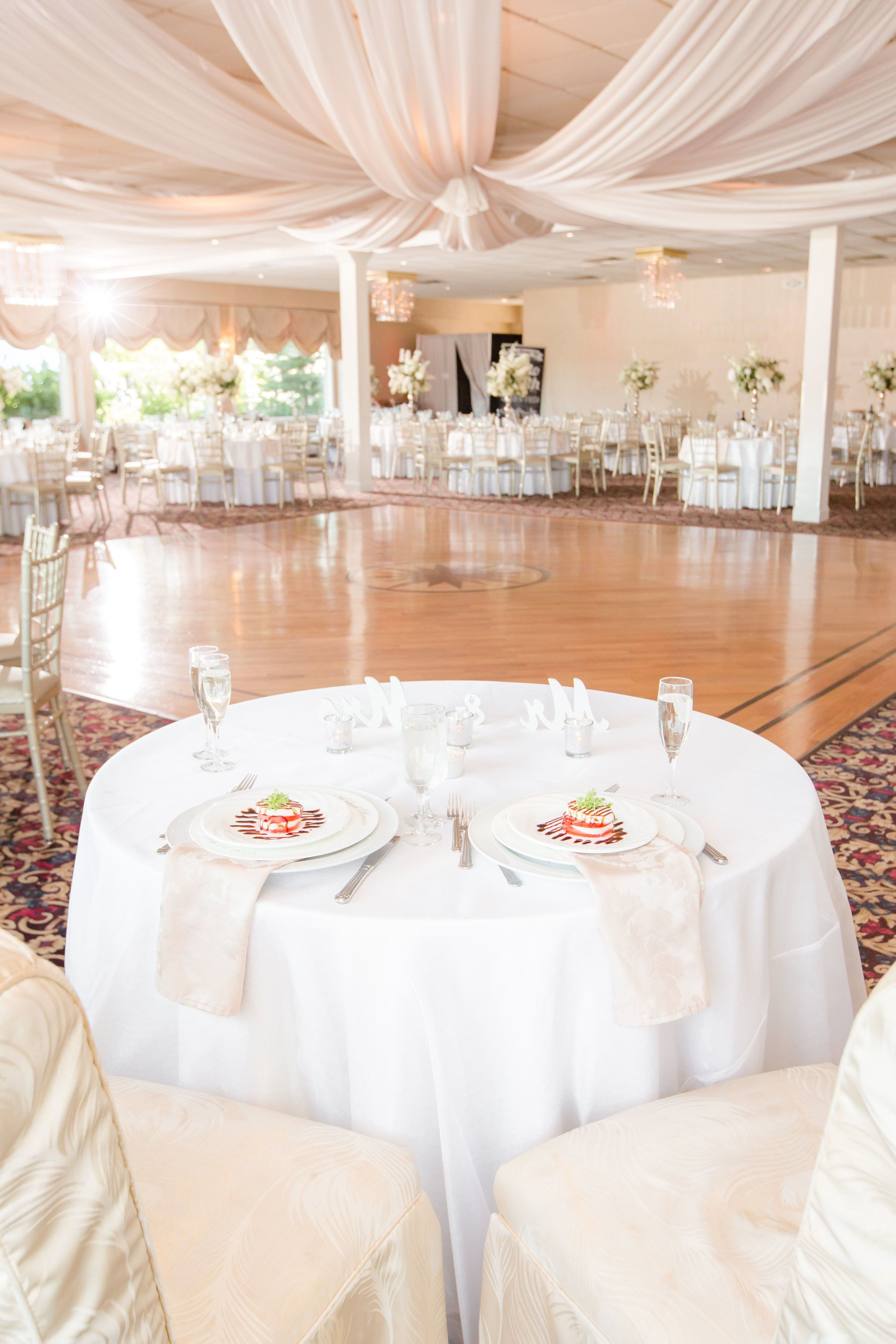 Head Sweetheart Table At The Crystal Point Yacht Club Planning A Summer Wedding Find Inspiration Here Weddings Photography