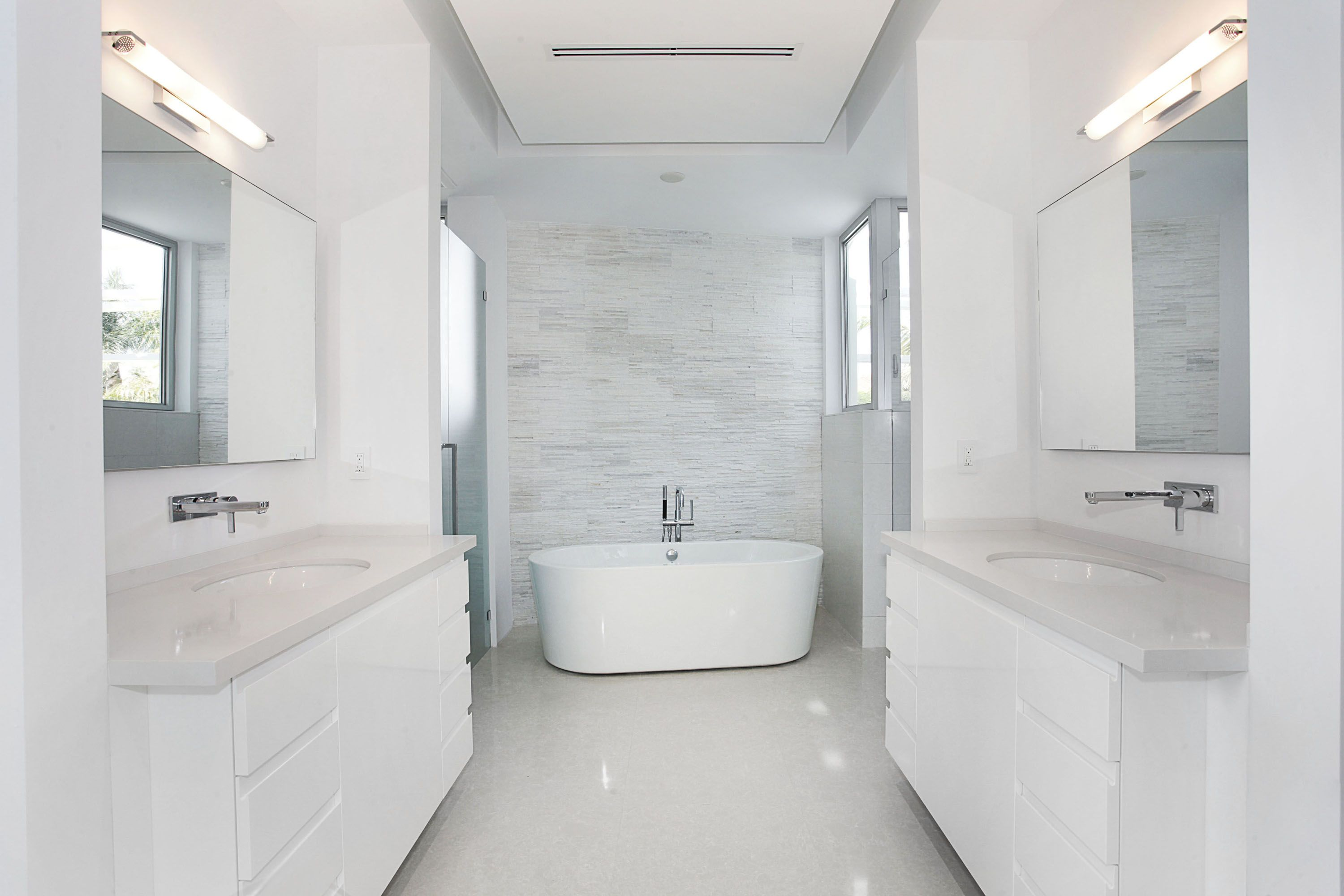 Radiant White Bathroom Marble Blizzard Textured walls and Absolute ...
