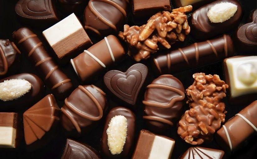 تفسير اكل الشوكولاته في المنام للمتزوجه ذلك ما ستتعرفون عليه تفصيلا في السطور التالية الشوكلاتة من الحلويات ذات الط Chocolate Chocolate Work Blackberry Syrup