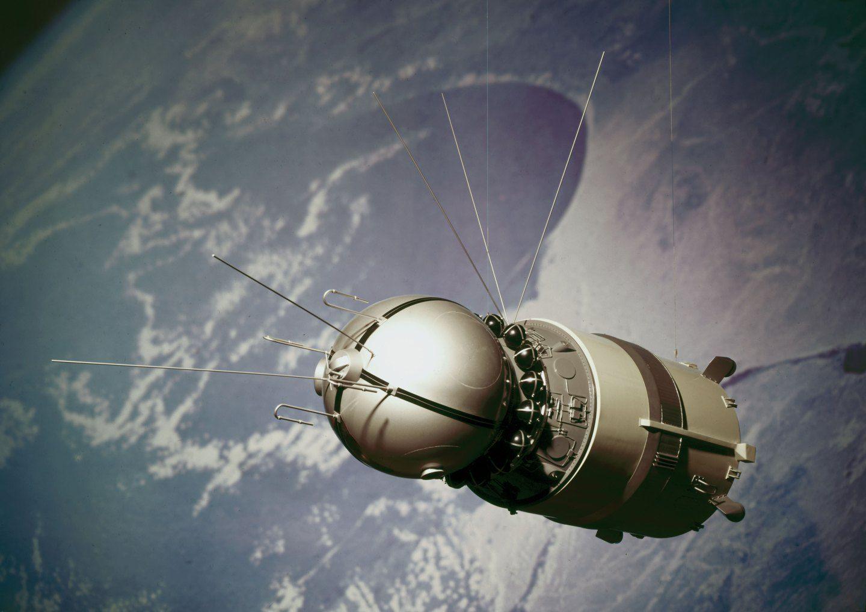того картинка космический корабль восток в космосе настенный для