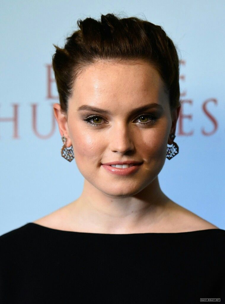 {FC: Daisy Ridley} Hello, I'm Avery, and I'm 18 years old, and studying photography. I absolutely love taking pictures, especially landscaping shots. I'm known to be very positive and outgoing.