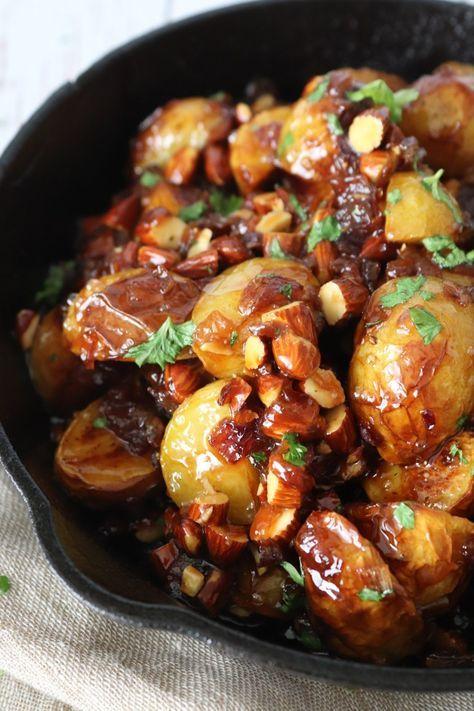 Karameliseret Ovnbagte Kartofler Med Mandler Og Rødløg #brunedekartofler