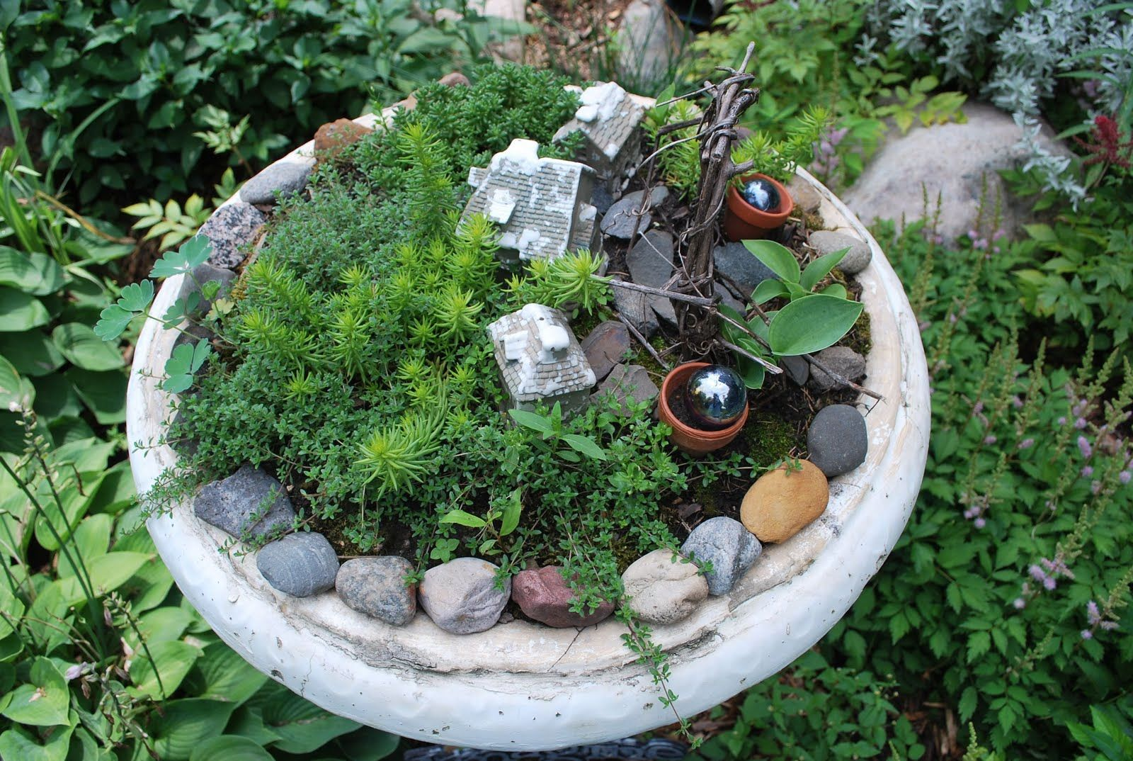 17 Best 1000 images about Bird bath fountain on Pinterest Bird cages