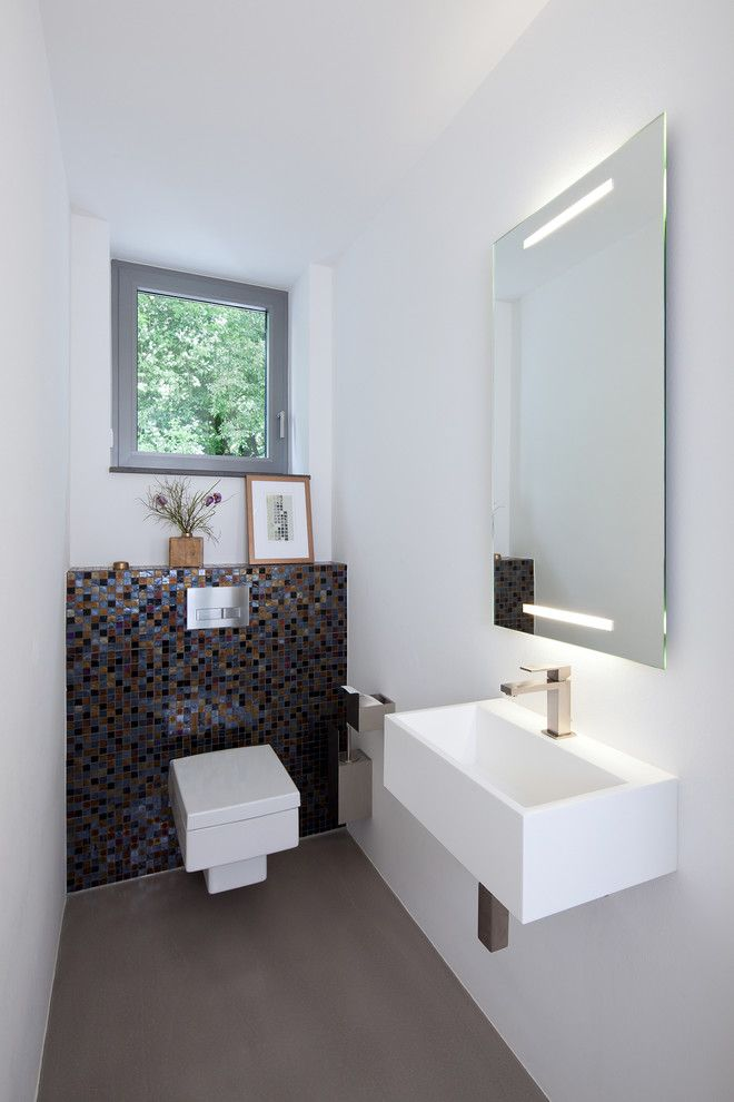 Kleines g ste wc modern stil f r g stetoilette mit fenster von holle architekten in germany for Wc trend