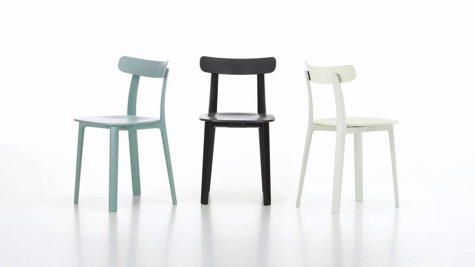 All Plastic Chair: Ein Stuhl, wie er aus Holz altbekannt ist, für den Jasper Morrison in diesem Fall aber zwei Kunststoffqualitäten gewählt hat. Der Rahmen besteht aus hochfestem, Sitz und Lehne aus einem weicheren Polypropylen, das sich dem Körper des Sitzenden anpasst. Trotzdem ist der Vitra-Stuhl aus einem Guss und einer Form.