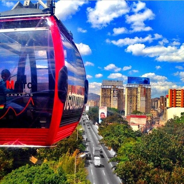 """""""〰〰〰〰〰〰〰〰〰   Autopista Francisco Fajardo, Caracas / Venezuela.  Fotógrafo seleccionado del día: @sio_charlie, Felicidades.   Dale un like y ayúdala a ganar.  La fotografía que a final de mes cuente con más apoyo 'likes' es automáticamente la ganadora de la mención ✨FOTOGRAFÍA DEL MES✨  #⃣ Etiqueta tus fotografías con el HT #venezuelansite para ser seleccionado.  #Venezuelansite #Venezuela #Caracas #Beautiful #DistritoCapital #FcoFajardo #Autopista"""" Photo taken by @venezuelansite on…"""