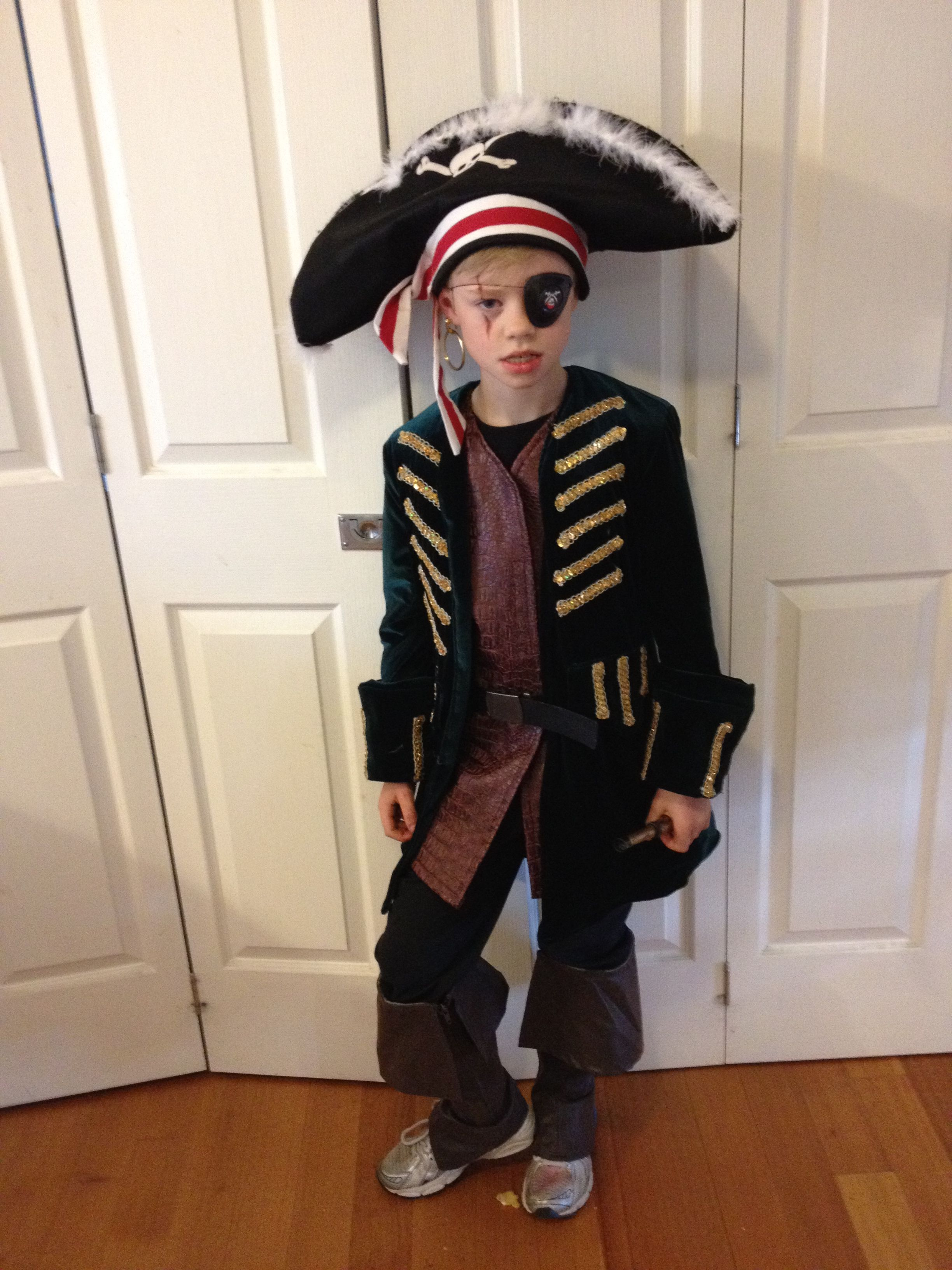 Pirate costume - pirate look without the fringe cuts...