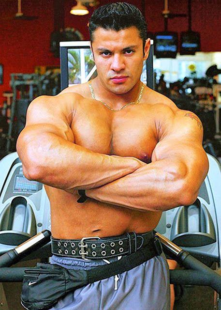 Muscle hunk raul de la guardia part 1