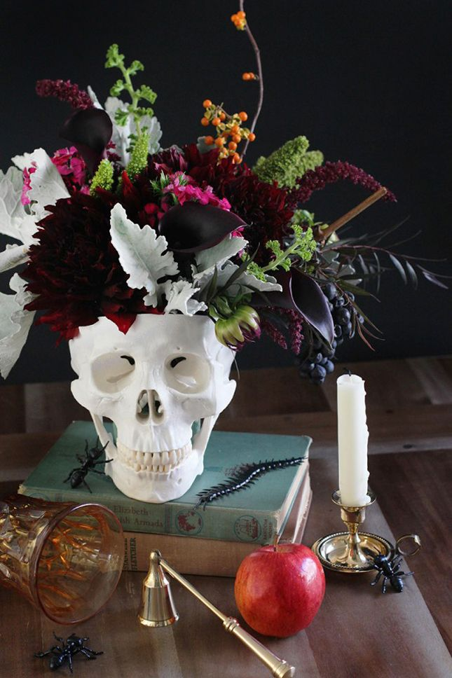 Flower Arrangement Ideas For Dinner Party Part - 42: DIY Floral Skull Centerpiece For A Chic Halloween!