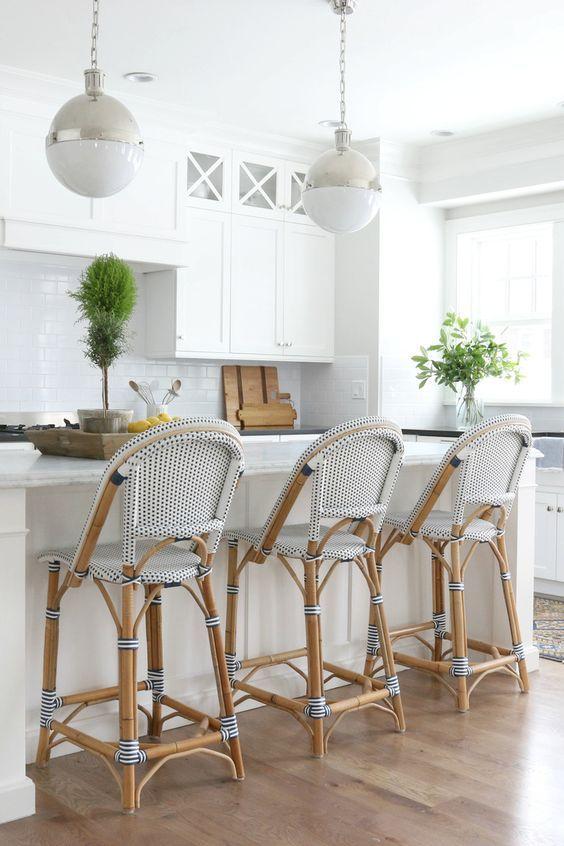 White Hamptons Style Kitchens (Coastal Style)   Hausbau und Küche