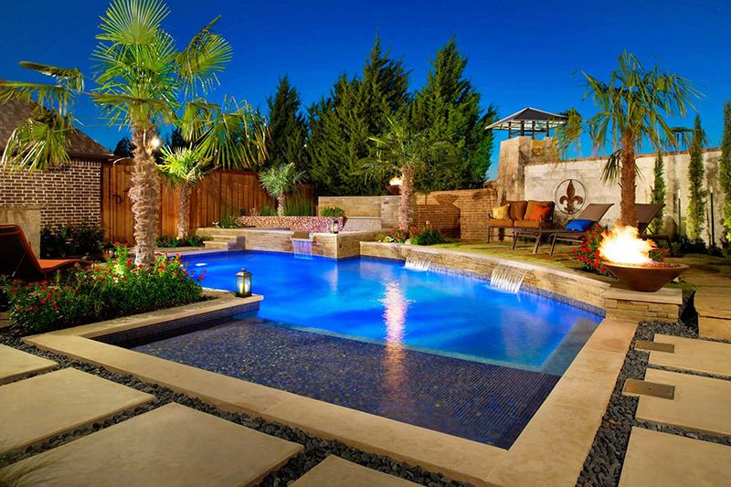 Modern pool design with palm trees in 2019 | Swimming pool ...