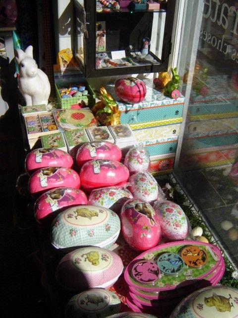 Easter display, shop window. Fiancée du Pirate boutique, Toulon, France. Vitrine.