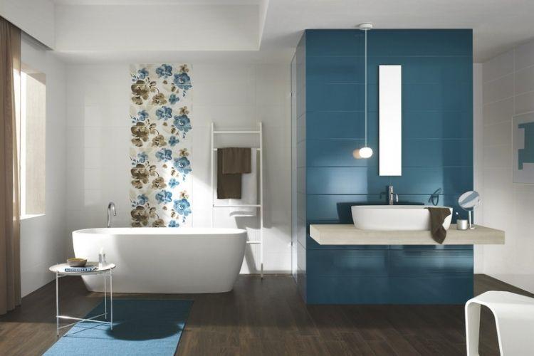 Beau Salle Bain Coloree Carrelage Bleu Blanc Motifs Floraux Salle
