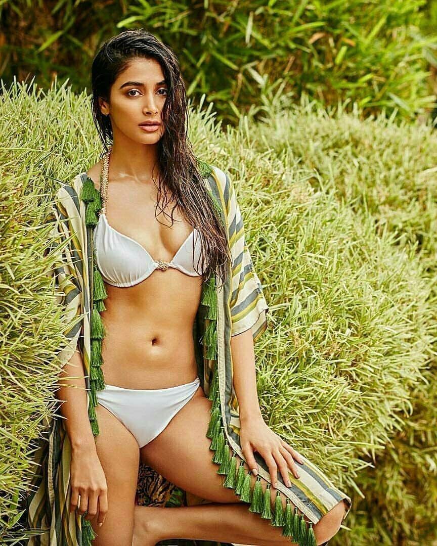 pooja hegde in bikini