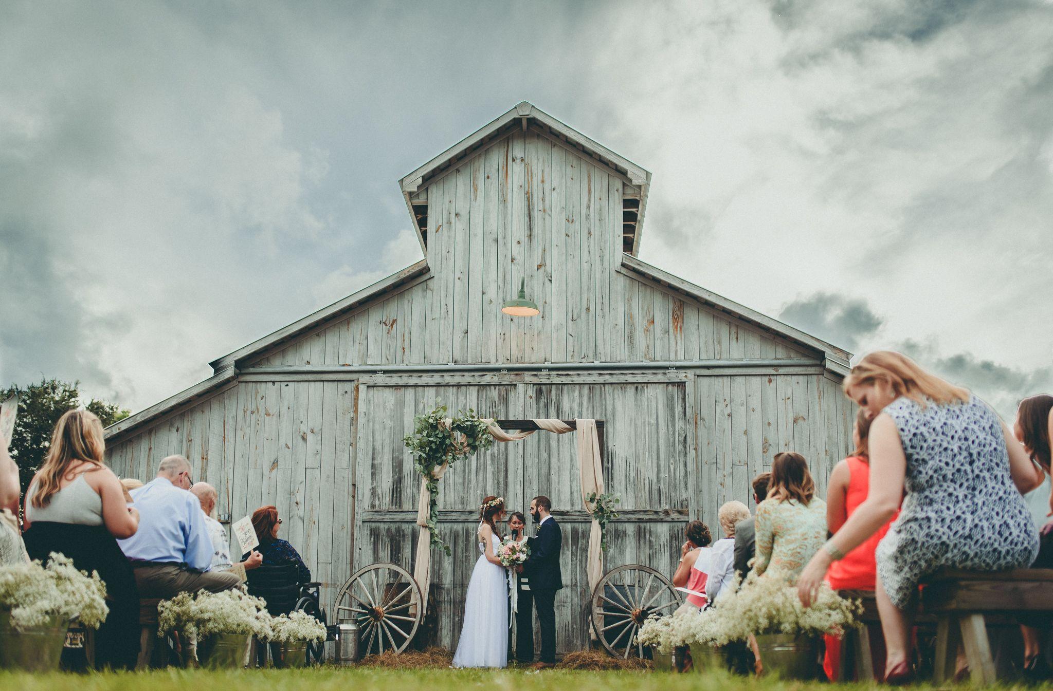 Barn wedding - Wedding inspiration - Wedding photography ...