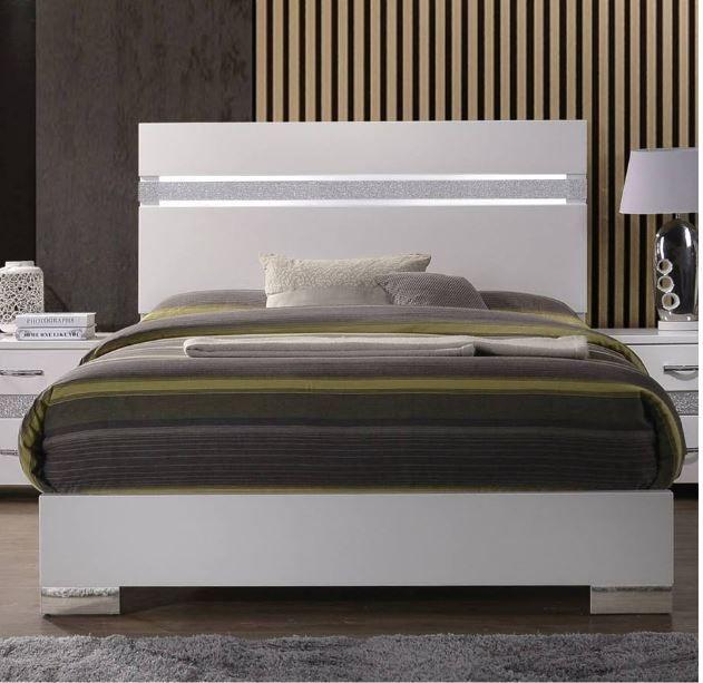 Best Naima Ii Eastern King Bed In White High Gloss Acme 640 x 480