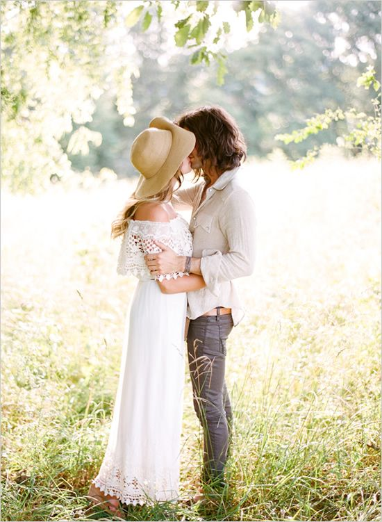 boho chic engagement session - love the floppy hat!