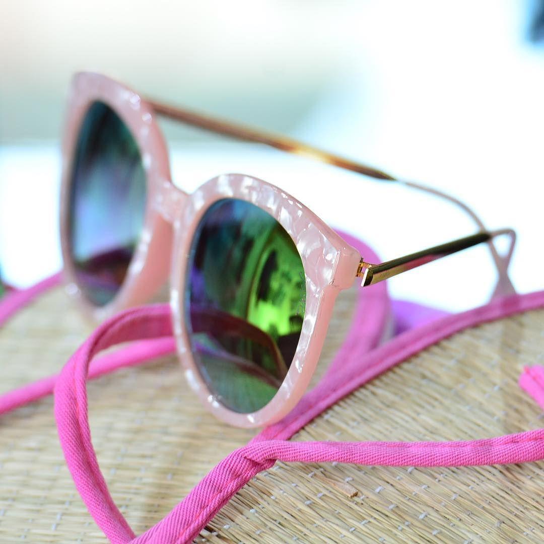 In love  Nina cor de rosa