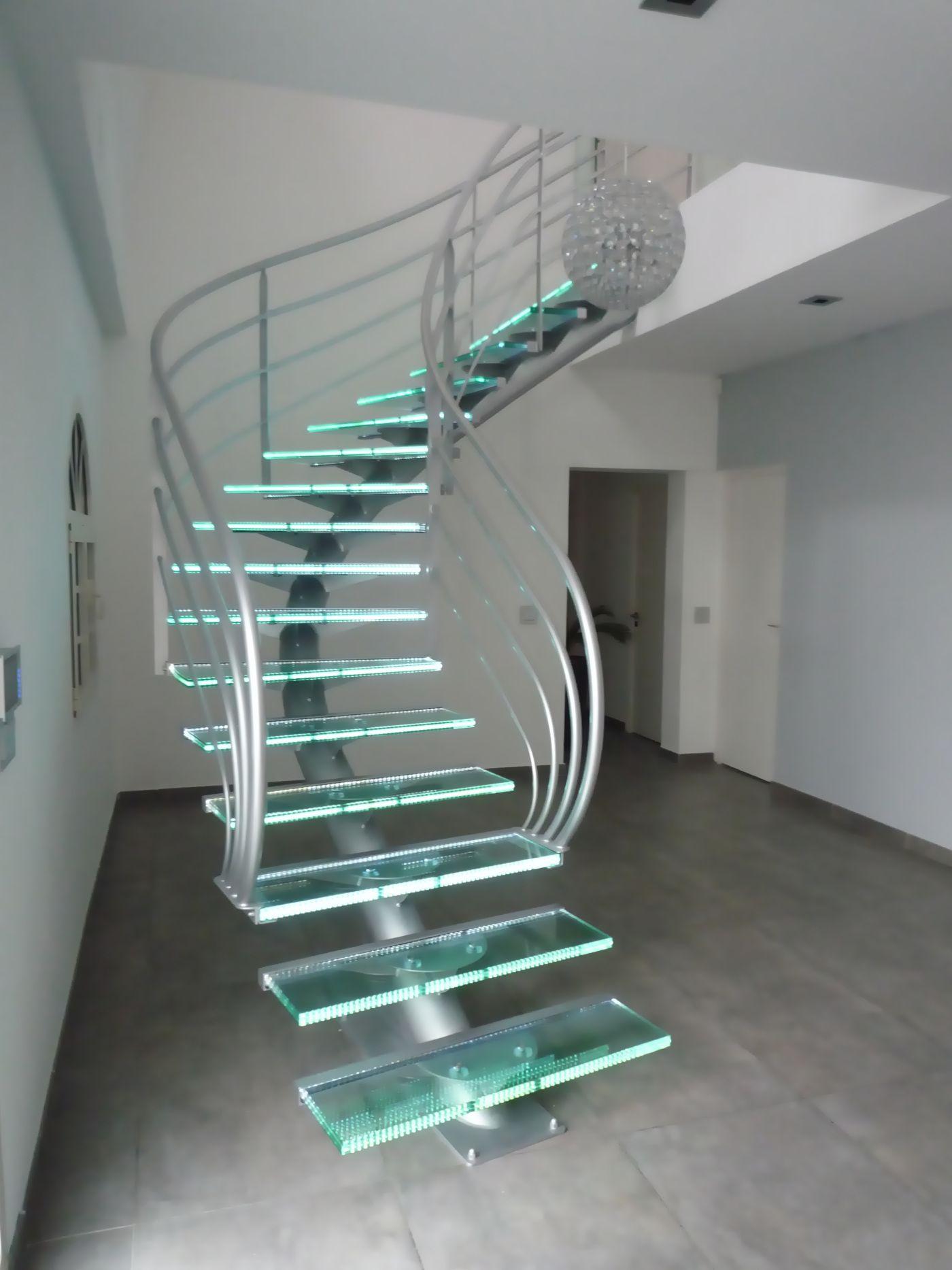Escalier design en métal et verre dessiné par Jean Luc Chevallier ...