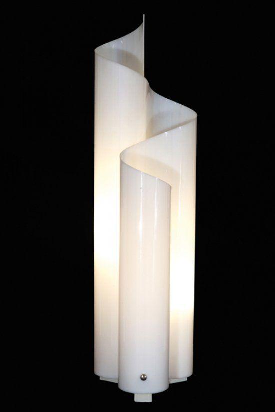 Vico Magistretti Una Lampada Da Terra Mezza Chimera Per Artemide 1969 Plexiglas Altezza Cm 78 Letteratura Giul Lampade Lampade Da Terra Decorazioni