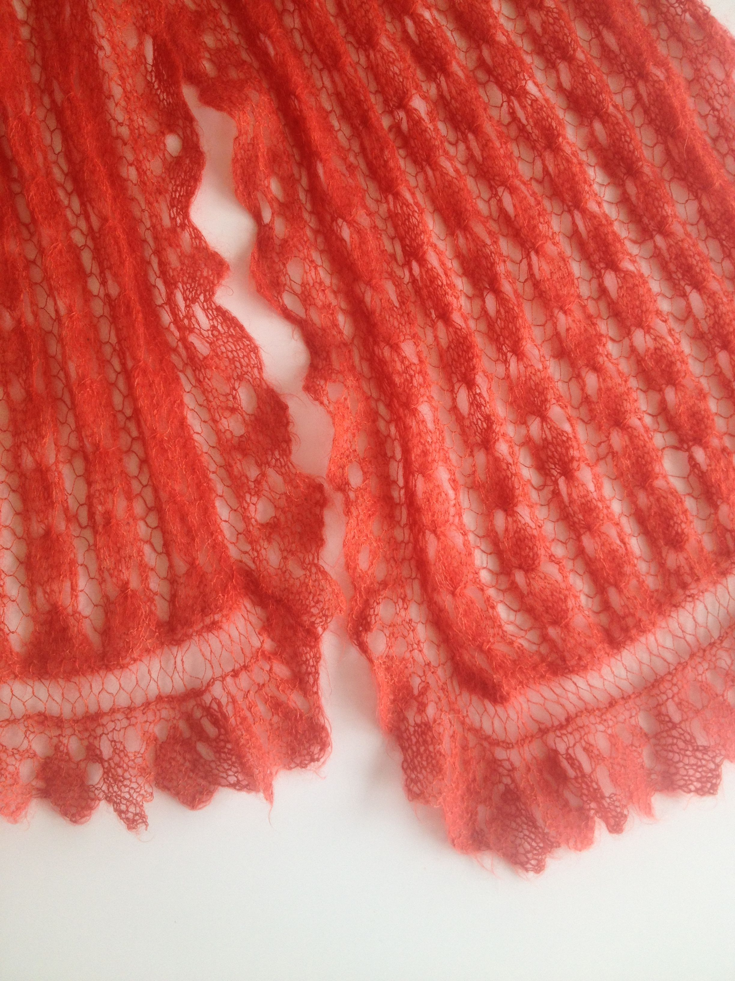 Another orange scarf knitted by my mum for me....:0)