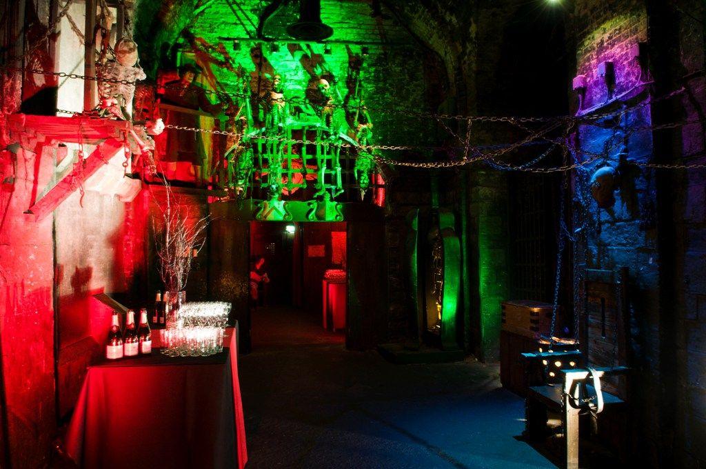 London Dungeon Cocktail Party Dungeon, Halloweenie