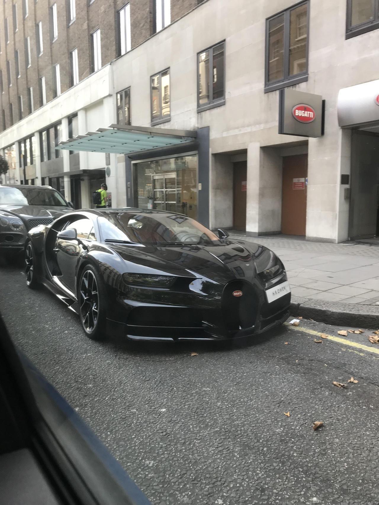 Bugatti Chiron Today In London Via Reddit Bugatti Chiron Bugatti Bugatti Cars