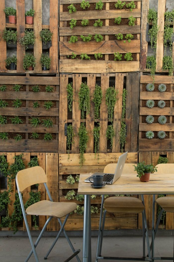 como hacer muebles con palets jardn vertical con palets mesa y sillas - Jardin Vertical Con Palets