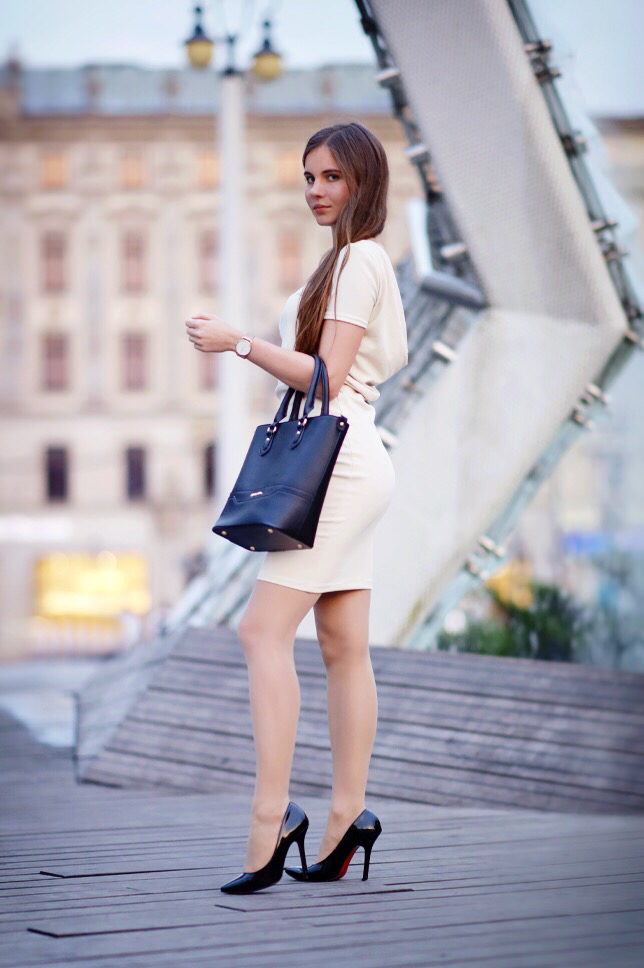 0bd2048130b2 Beige dress flesh-colored tights and black stilettos heels - As first seen  on blog